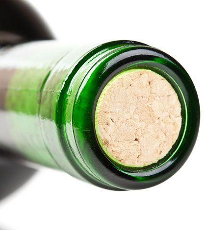 Apertura e servizio di una bottiglia di vino