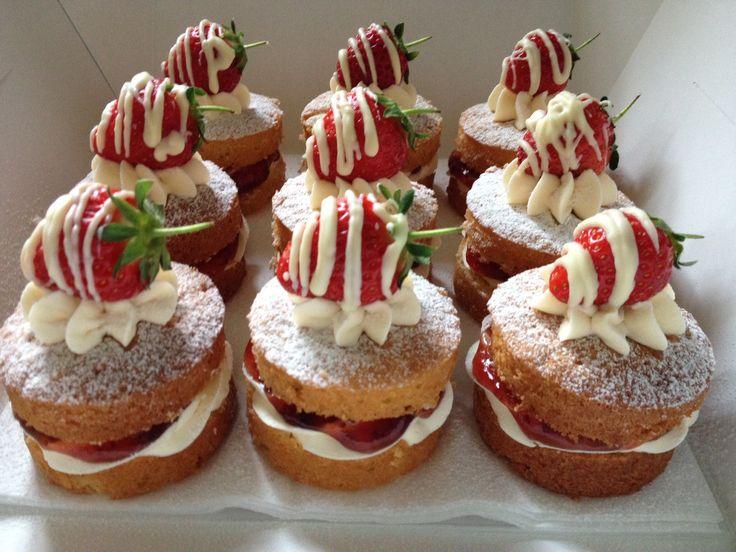 Yummy Mini Victoria Sponge Naked cakes