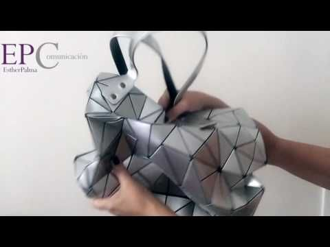 ¿Cómo escoger el bolso perfecto? El modelo Bao Bao de Issy Miyake. Descubre más en nuestro canal de Youtube Esther Palma Comunicación.