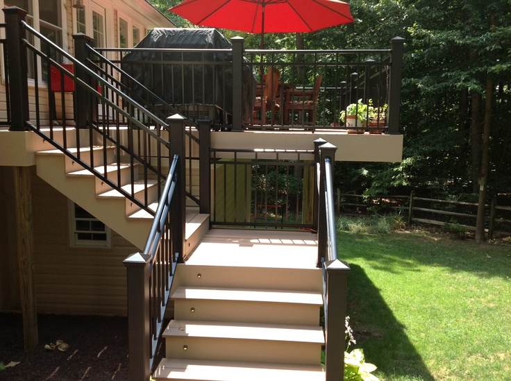 Lovely Split #deck Staircase With Black Aluminum Railing. Composite #deck With  Fiberon Decking Ipe