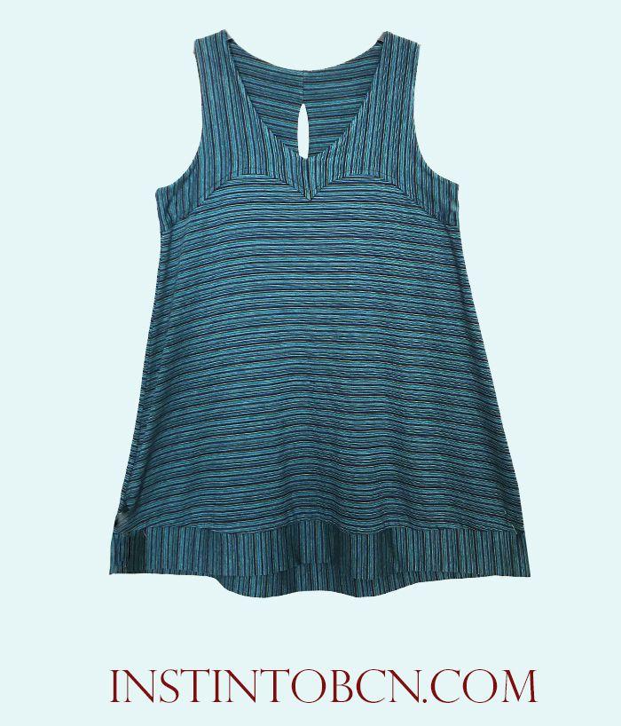 Camiseta larga de tirantes en azul. #Verano #milrayas