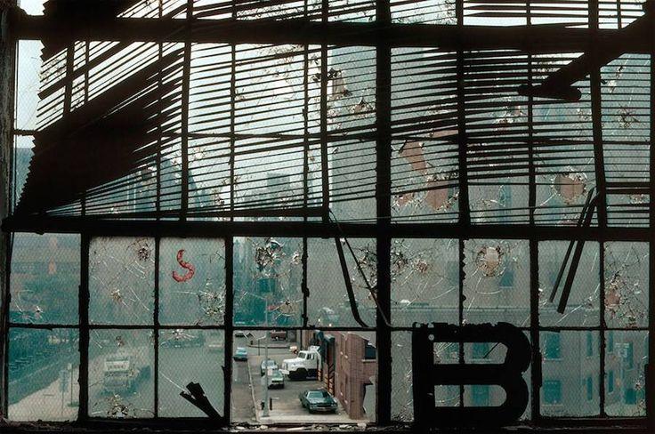 O fotógrafo alemão Thomas Hoepker(nascido em julho de 1936) éum membro da Magnum Photos, conhecido pelos seus retratos expressivos de Nova York e pelos cliques marcantes do dia 11 de setembro. Hoepker começou a tirar fotos quando tinha 16 anos, quandorecebeu uma velha câmera de placa de vidro 9 x 12 de seu avô. Ele (...)