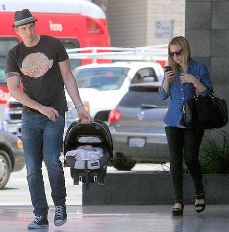 Kristen Bell, Dax Shepard Baby Daughter Lincoln: First Picture - Us Weekly
