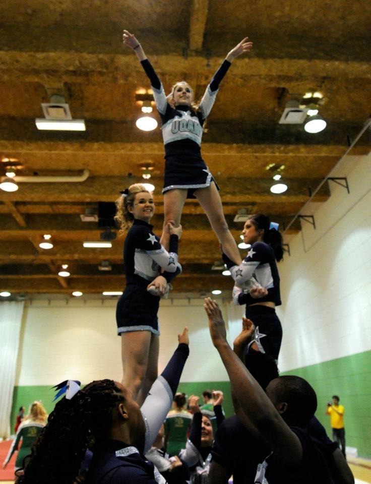 La formation de Cheerleading des Citadins de l'UQAM lors d'une pratique.