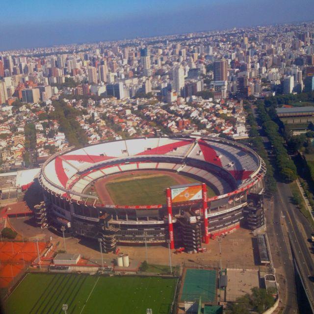 El Estadio de River Plate. Este equipo es el mayor rival del Boca Juniors