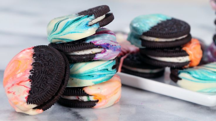 Lose Yourself to These Tie-Dye Oreos: This may be the most elevated look we've ever seen on an Oreo.