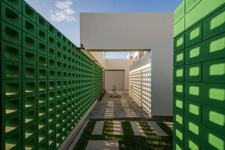 Imagen 1 de 15 de la galería de Casa LB4  / Riofrio+Rodrigo Arquitectos. Fotografía de Fernando Barranzuela Ramírez