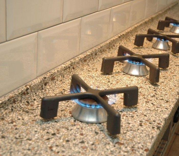 Een terrazzo aanrechtblad in combinatie met pitt-cooking, de eyecatcher voor uw keuken!  Wij zijn een ambachtelijk terrazzobedrijf uit Aalten en maken vanuit onze werkplaats uiteenlopende prefab terrazzo producten. Alles op maat gemaakt en in eigen beheer ingemeten en geplaatst. Bezoek onze website voor meer informatie, http://www.terrazzoruesink.nl.