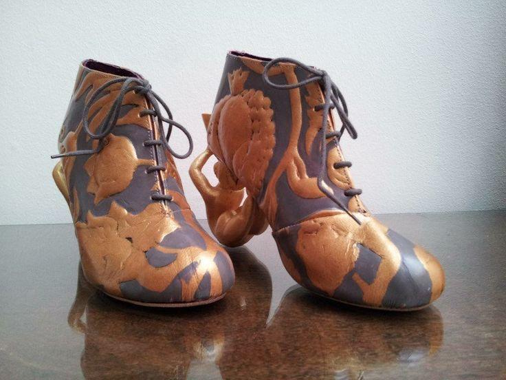 Goudleer schoen