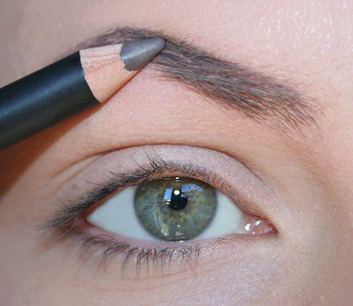 """Come riempire le sopracciglia rade con la matita. Da """"Il mio make up"""""""