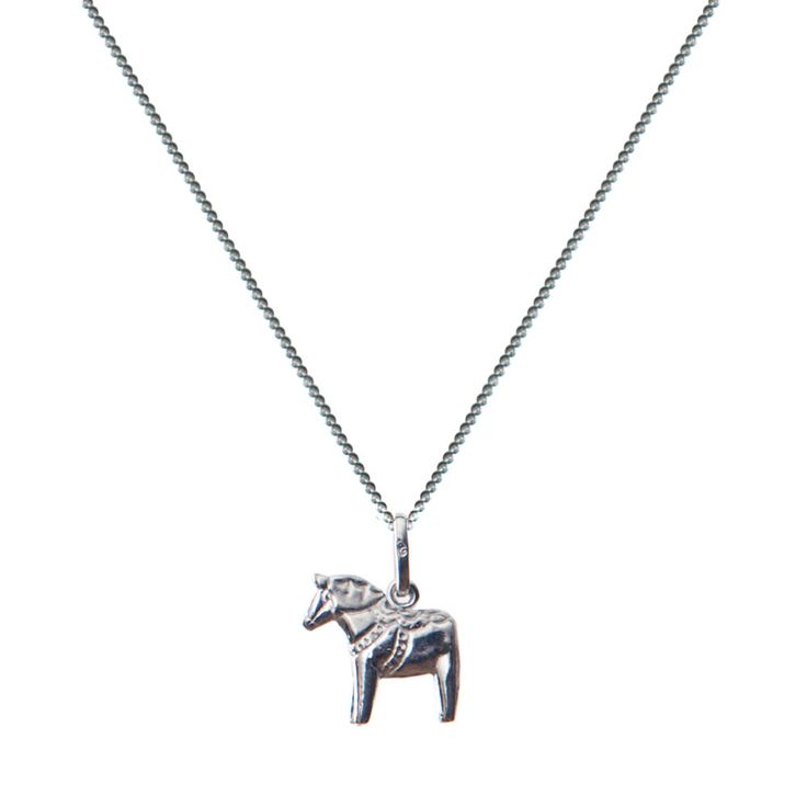This silver necklace with a Dalahorse charm is the perfect gift for any occasion. With its discreet design ans size, this is not just for Skandi lovers, but for any girl, mum or friend.