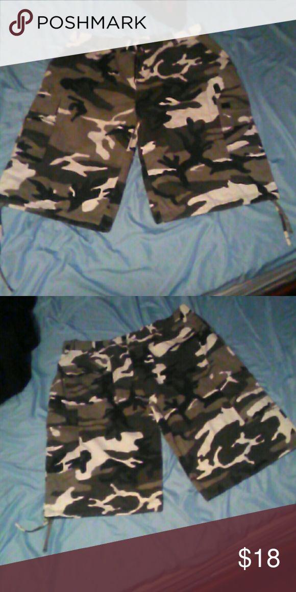 BTL camouflage shorts Used BTL  Shorts Cargo
