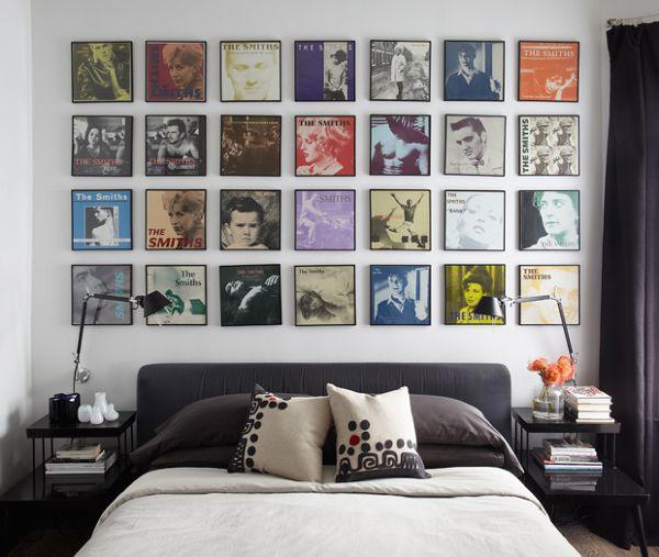 Fotografía de Vinilos por Advento Proyectos #1082344. Que los vinilos han vuelto es un hecho, y han vuelto para quedarse, así que ¿por qué no decorar las paredes de tu casa con tus discos favoritos? No tiene por qué ser el disco como tal, pero crear una pared con las portadas de tus discos favoritos nos parece una opción genial para el dormitorio.