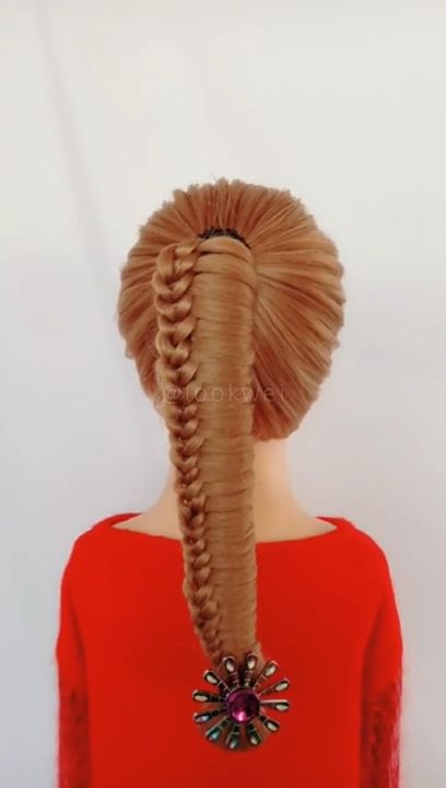 This high ponytail hairstyle is very popular recently