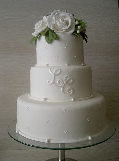 Monogram on white wedding cake, so simple and so elegant!