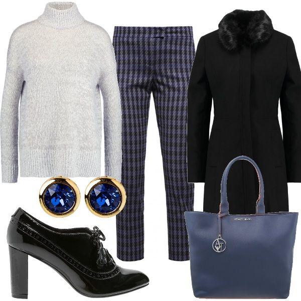 Outfit composto da pantaloni in fantasia grigio e blu abbinati a docevita grigio e cappotto con collo in ecopelliccia. Cpmpletano il look le francesine in vernice nera, la borsa con manico e gli orecchini a lobo.