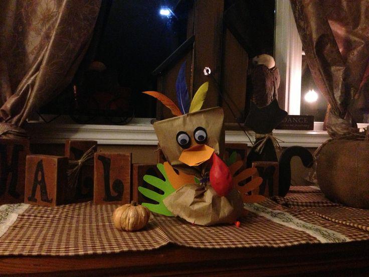 Brown bag turkey for thanksgiving .  P'tit dindon... Les élèves devront demander en phrases complètes pour avoir les pièces qu'ils auront besoin pour fabriquer leur dindon. J'ai hâte de voir 20 p'tits dindons dans ma classe!