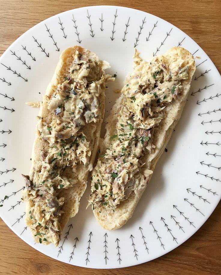 Deze supersnelle makreelsalade voor op brood is zo verschrikkelijk simpel, dat dit artikel eigenlijk te kort…