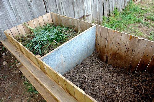 Composteren is de natuurlijke wijze van afbreken van natuurlijke afval zoals GFT na de afbraak houdt men compost over wat goed is voor de tuin, milieu.