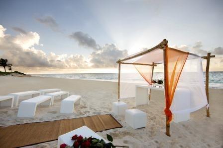 A beautiful wedding at the Riviera Maya. Contact us to make it happen groups.mayakoba@banyantree.com