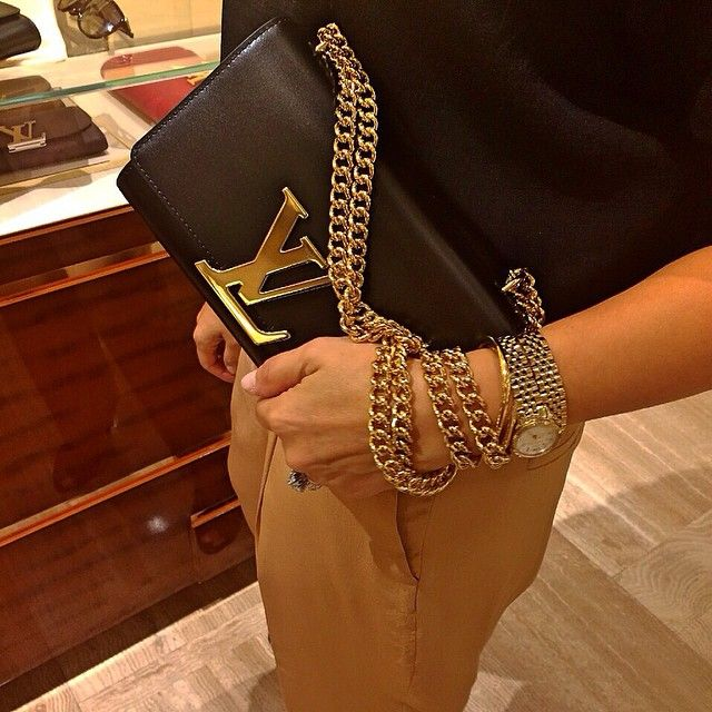 [LOUIS✨VUITTON]  Go Shopping! New Clutch  ▪️www.byvanityglam.com▪️ #byvanityglam  #LouisVuitton #LV #luxury #shopping #style #cute #love #fashion #streetstyle #instagood #instastyle #instafashion #bloggers #fblogger #fashionblog #fashiongram #fashionista #fashionpost #outfit #ootd #igers #outfitoftheday #blogger #moda #lookbook #picoftheday #blogpost #swag #follow