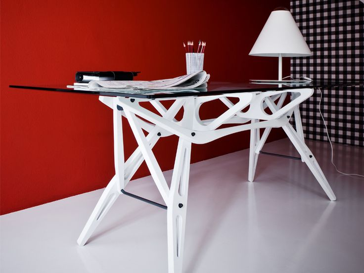 Zanotta's Reale table. Available at Showroom MOOD, Warsaw. #mood #zanotta #desk #whitedesk #glassdesk #white #glass