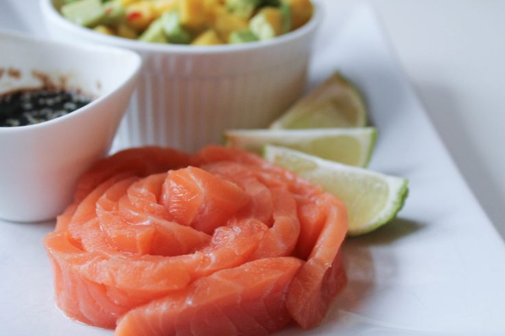 Sashimi with mango salad