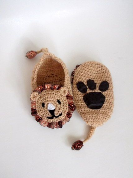Crochet lion booties house shoesCrochet Baby by myknittingworld, $16.00