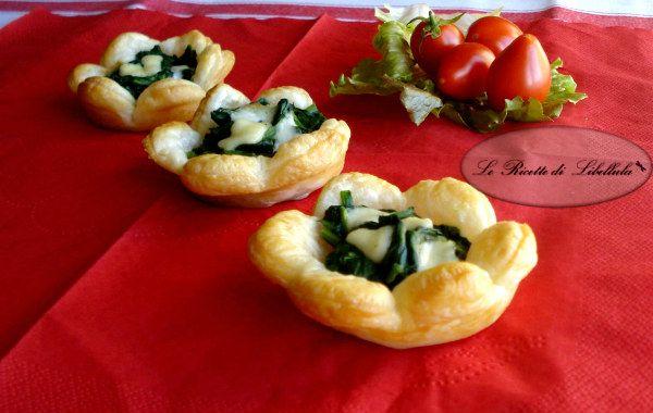 Cestini di pasta sfoglia con spinaci e mozzarella