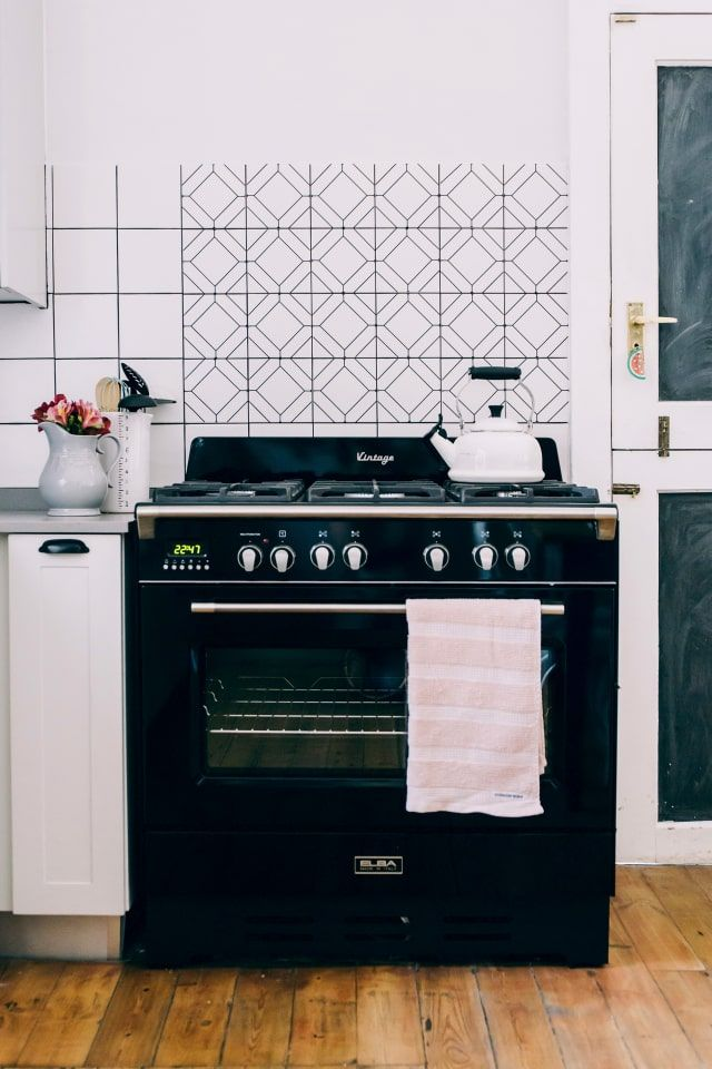5 Clever Ways To Cover Up The Worst Parts Of Any Rental Kitchen