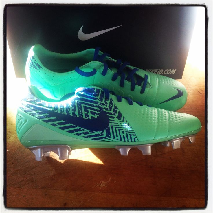 Does anyone know what kind of cleats these are? I know theyre Nike, but what type? Thanks. I love them