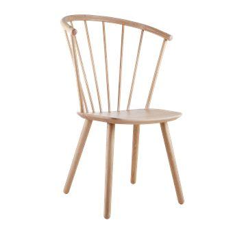 Diesen Windsow-Reminiszenz-Stuhl von Bolia muss ich bei Gelegenheit mal probe-sitzen. Gib's mit hoher (Foto) und etwas tieferer Lehne sowie in schwarz und grau lackierter Buche und in geölter Eiche bzw. weiß geölter Eiche (Foto). Sleek heißt das Modell übrigens.