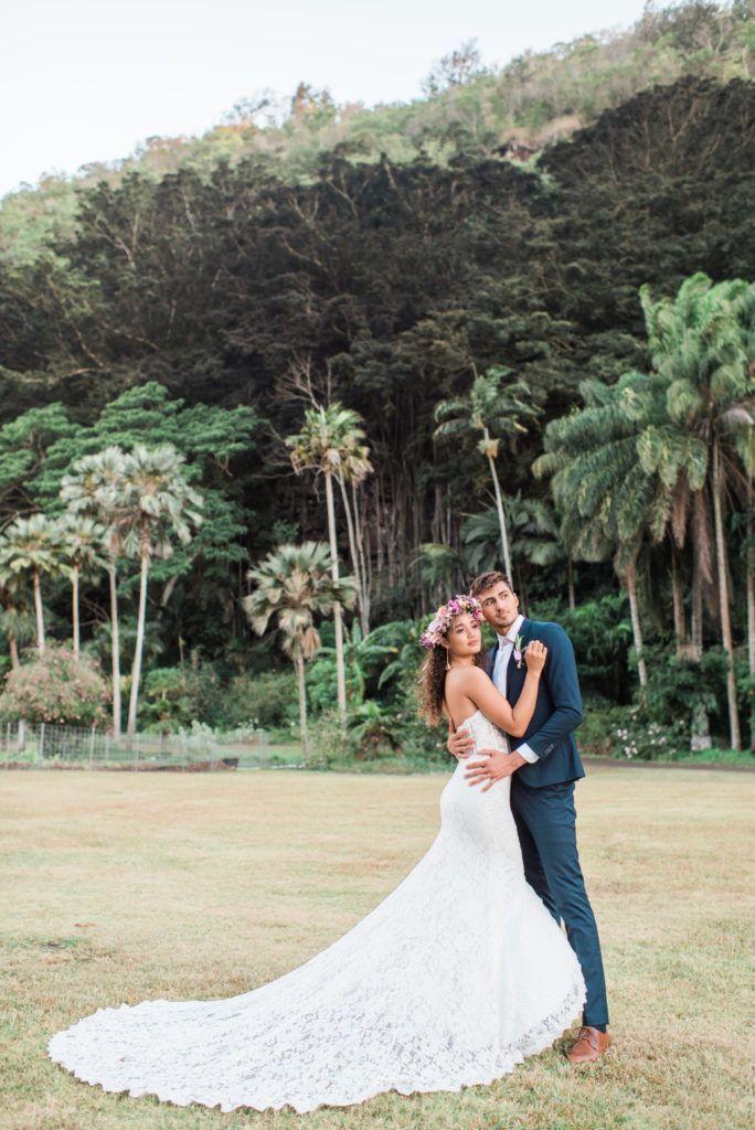 Oahu Elopement Photographer In 2020 Groom Wedding Attire Oahu Wedding Venues Hawaiian Wedding