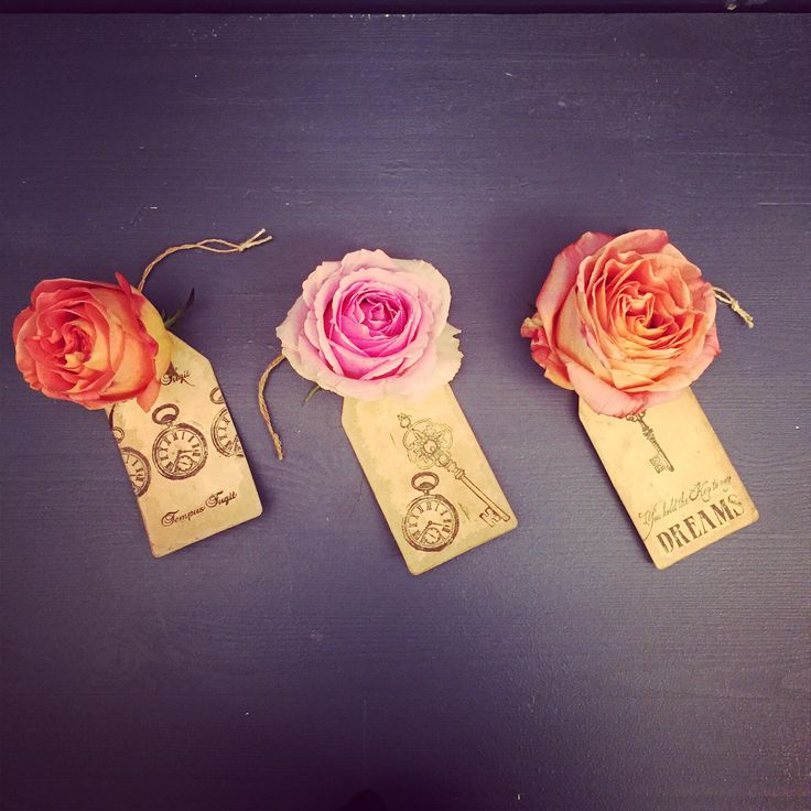 Roses & Luggage Labels. #flowers #blommor #roses