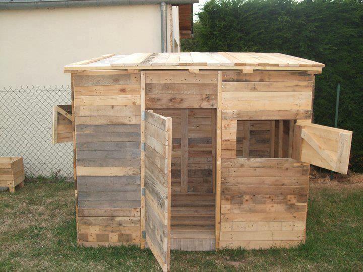 Peque a caba a hecha completamente con pallets - Muebles de jardin hechos con palets ...