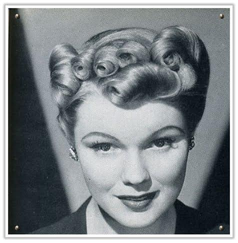 pretty 1940s hairstyle
