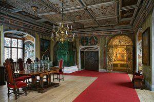 Kudy z nudy - Květinová aranžmá zdobí koncem prázdnin interiér hradu Rožmberk