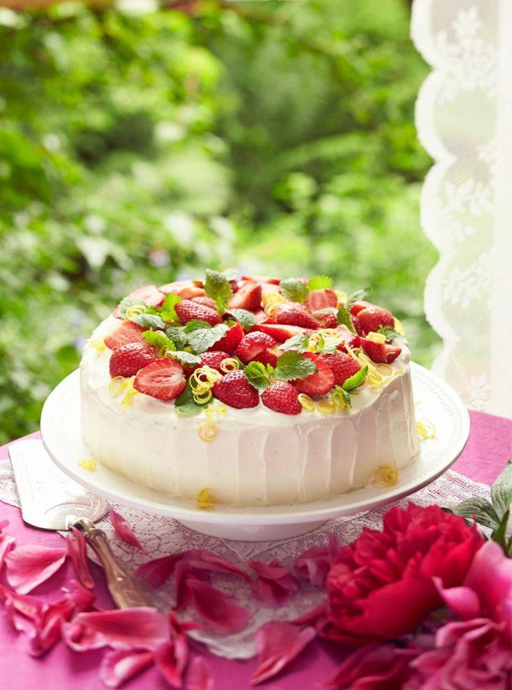 Juhannuskakku // Midsummer Cake Food & Style Riikka Kaila, Helena Saine-Laitinen Maku 3/2014 www.maku.fi