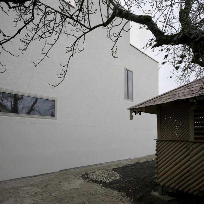 Mingerie EFH Bergwerkstrasse Horgen - Seitenansicht mit Gartenhaus