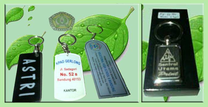 sentralutama.com, Cimahi Mall Lt. 1 FF/G28, Jl. Gandawijaya No.1 Cimahi - Jawa Barat Tel. (022) 92890333,08172 3333 93 Jual : Stempel Warna, Mug Foto, ID Card, Jam Logo, Kartu Nama, Papan Nama, Plakat, Kwitansi, Nota, Iklan Tanah, Iklan Rumah, Kalung Nama,dll