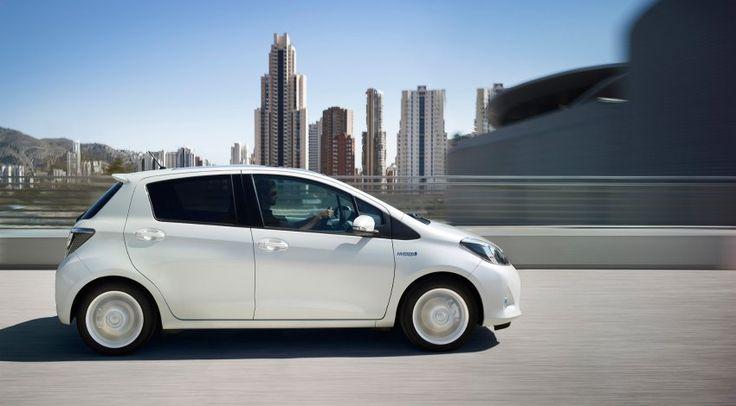 Zu komplex, zu teuer, kaum Verbrauchsvorteile: So argumentieren deutsche Hersteller gegen den Hybridantrieb. Mit dem Yaris Hybrid entkräftet Toyota all diese Argumente. Er kostet so viel wie ein Polo und verbraucht deutlich weniger. Und das Beste ist: Mit ihm wird aus Spritsparen ein Sport.