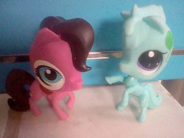 My first two horses.........I know they are the new ones but I actually think that the horses are cute!!!!