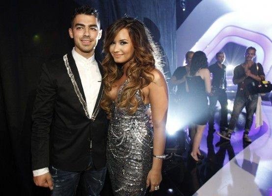 """Joe Jonas y <a title='Demi Lovato Noticias' href='/celebrities/demi-lovato'><strong&gt <a title='Demi Lovato Noticias' href='/celebrities/demi-lovato'><strong&gt <a title='Demi Lovato Noticias' href='/celebrities/demi-lovato'><strong>Demi Lovato</strong></a></strong></a></strong></a>"""" width=""""554″ height=""""400″ /></a></p> <p></p> <p><strong>A vos, ¿qué te parece que Demi realice un show a beneficio? ¿Te gustaría ir? ¡Contanos!</strong></p>                              </div…"""