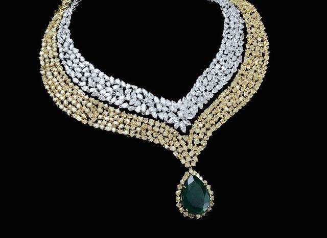 Diamonds, yellow diamonds, coloured stone in 18K gold necklace%0A