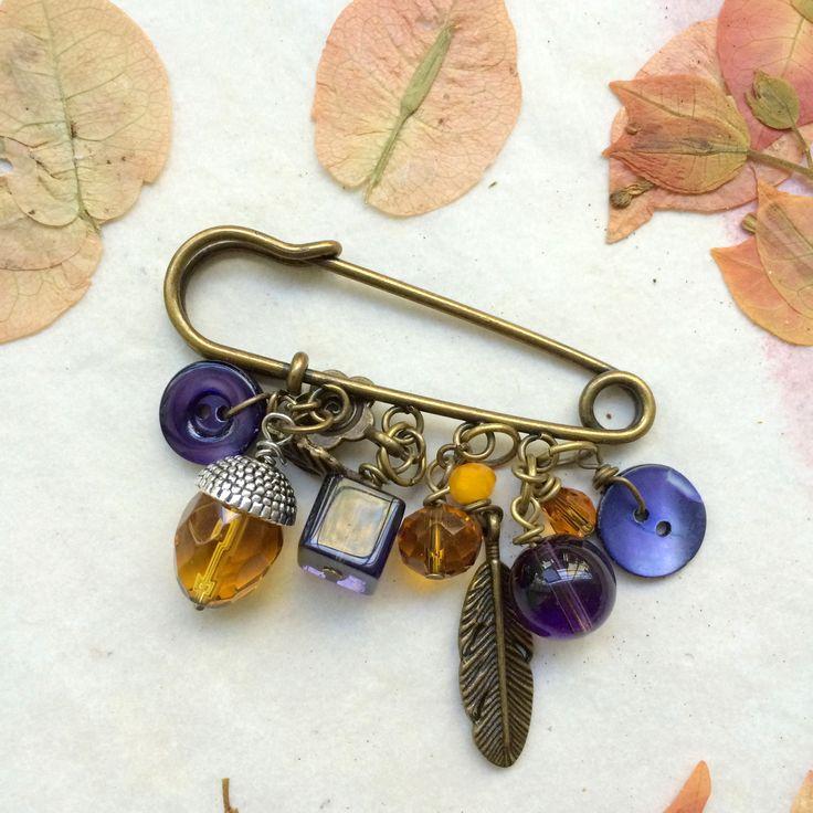 """Spillone """" Plume"""" ferma sciarpa con bottoni vintage e charms : Spille di paperart-roma"""