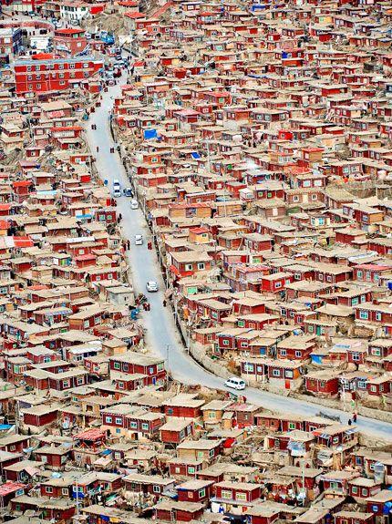 Sertar Larung Gar, Ganzi Tibetan Autonomous Prefecture (甘孜藏族自治州) Western Sichuan