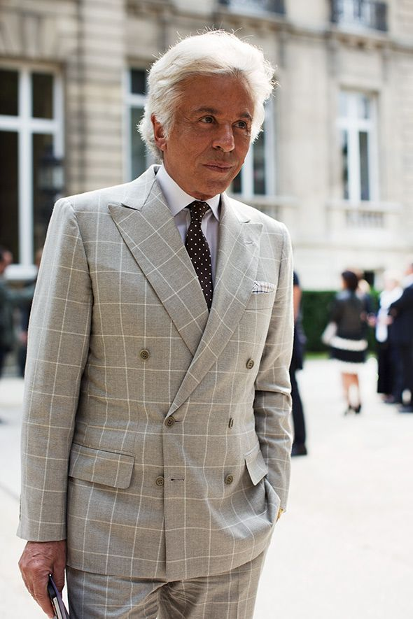 All the lines match! Bespoke of course. This elegant gentleman is Giancarlo Giammetti, the honorary president of Valentino Fashion House. I saw him once in Gstaad but I was too shy to even talk to him. There are many persons I would like to have lunch with but GG is on top of the list because he has been many years by the side of Valentino and also because he is very amusing.