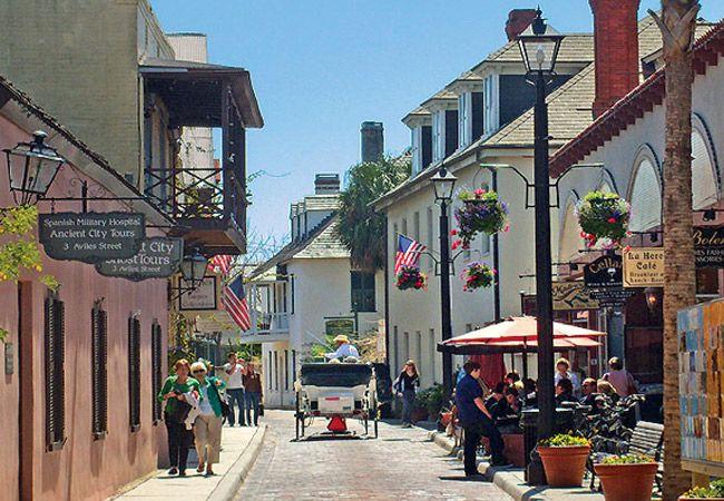 St Augustine, a cidade ocupada mais antiga dos Estados Unidos, nos faz esquecer que estamos na Florida com suas ruas estreitas e construções antigas...