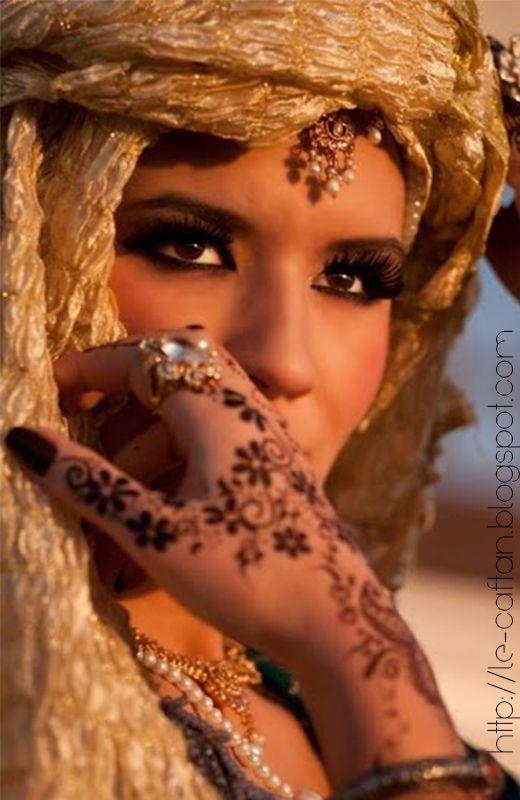 Le Henné Marocain sur les Mains et les Pieds ~ LE CAFTAN : Boutique de vente caftan marocain