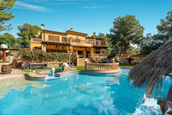 Imppresive #mansion in prime location! Very rarely a #property like this comes on the market, offering the essence of #Mediterranean living in an extremely exclusive location in the sought-after village of Portals Nous.  https://immobiza.com/en/property/14443/imppresive-mansion-in-prime-location/  #Turkishbath #Carlift #Cinema #Winecellar #Privategym #Slides #Waterjets #Massage #Poolbar #Fountain #Island #Beach #Waterfall #Lightsystem #Barbecue #Highceilings #realestate #househunters #luxury